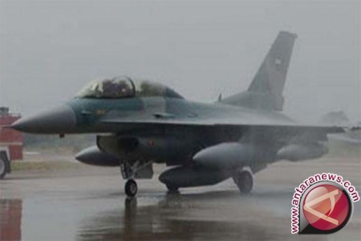 Dua Pesawat Tempur F-16 C/D 52ID Tiba di Lanud Iswahjudi
