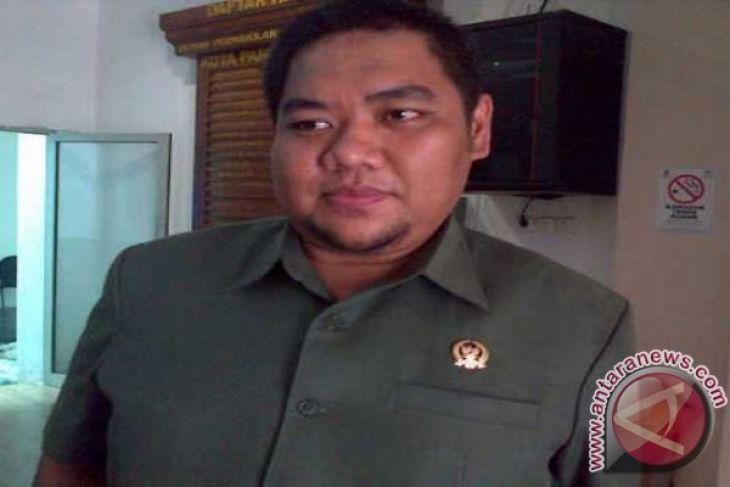 Anggota DPRD Keluhkan Pelaksanaan Pawai Kemerdekaan Hingga Malam Hari