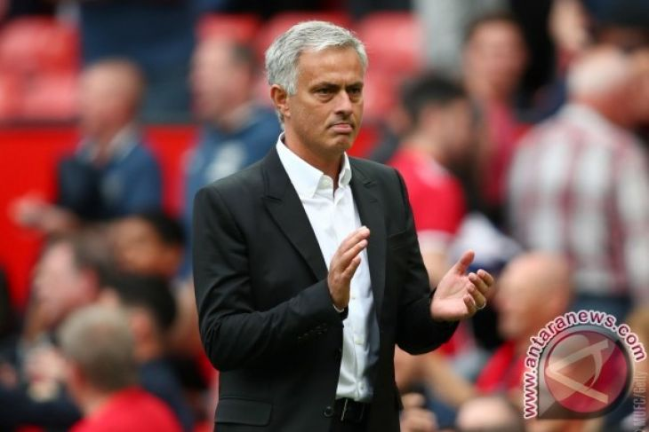 Mourinho Kritik Manchester United Bermain
