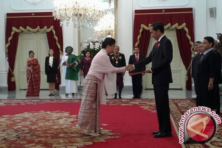President Jokowi Receives Credential From Nine Foreign Ambassadors