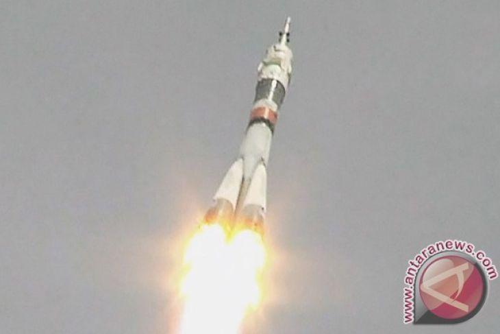 Roket Soyuz Bawa Astronaut AS dan Rusia ke ISS