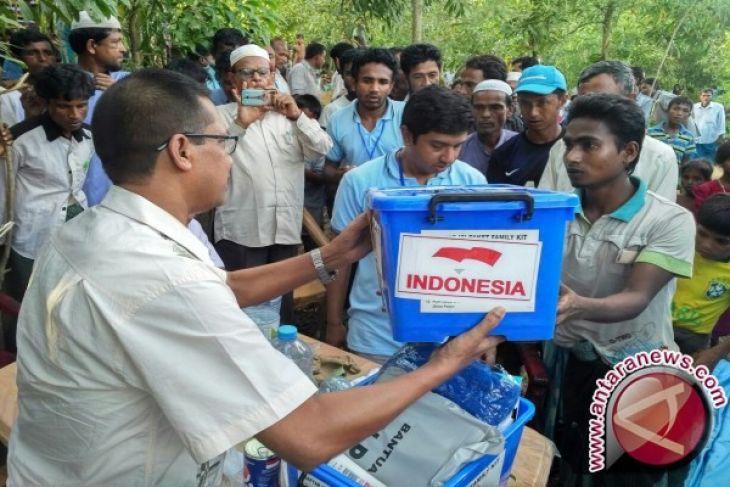 Mengantarkan Bantuan Untuk Rohingya
