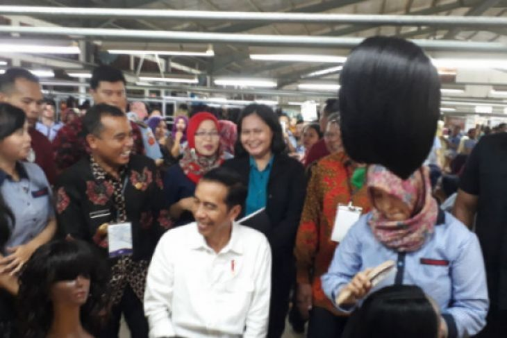 Buruh pabrik rambut palsu Purbalingga kaget di datangi Jokowi