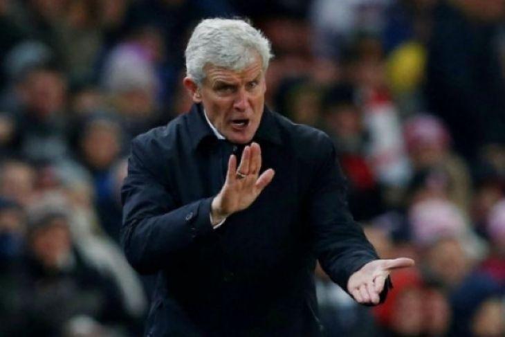Southampton beri kontrak baru kepada Mark Hughes