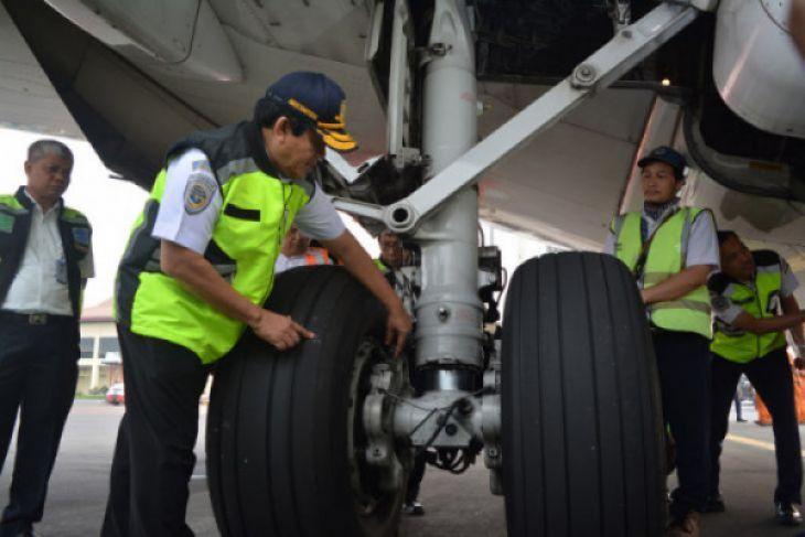 Ramp check pesawat di Bandara Juanda