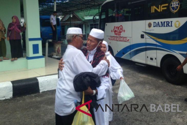 137 haji asal Kabupaten  Belitung tiba di Tanjung Pandan