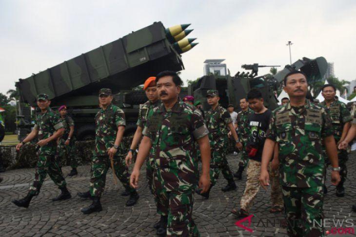 Panglima TNI tinjau dampak likuifaksi Palu