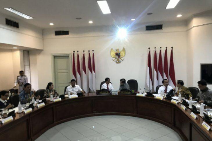 Presiden Jokowi panggil jajarannya sebelum berangkat ke KTT ASEAN