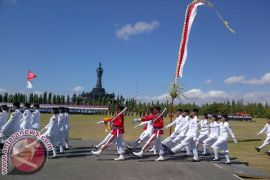 Ribuan anak Denpasar ikuti parade merah putih