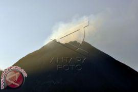 Objek wisata tutup, letusan freatik Merapi akibatkan hujan abu
