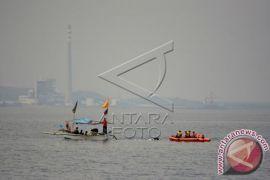 Perahu Nelayan Tenggelam Dihantam Ombak