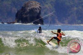 Kompetisi Surfing Kelas Pemula