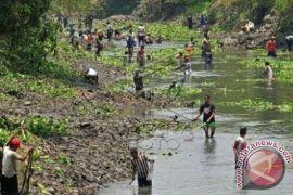 Jelang musim hujan, Pemkab Buleleng bersihkan sungai