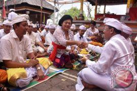 Pemkab Karangasem Ngaturang Bhakti Penganyar di Pura Luhur Sad Kahyangan Andakasa