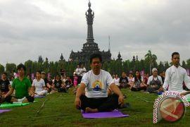Unhi Denpasar undang masyarakat ikut yoga gratis