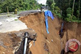 BPBD tangani bencana tanah longsor Badung Utara