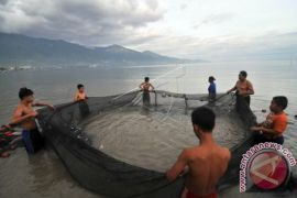 Pemkab Klungkung bantu nelayan jaring ramah lingkungan