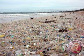 Badung Himpun 300 Ton Sampah Pantai Jimbaran-Kedonganan
