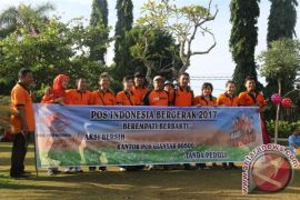 Bergerak Bersama Bagi Negeri ala Pos Indonesia, Pegawai Pos Gianyar Bersihkan Areal CFD