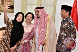 Gaya Puan Maharani dan Megawati Saat Foto Selfie dengan Raja Salman