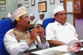 Wartawan Komang Suarsana Raih Gelar Doktor Unud