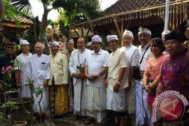 Raka Santeri Wartawan Kompas Jadi Pelayan Umat (Video)
