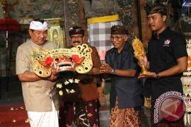 40 Remaja Putra Ikut Lomba Bapang Barong di Gianyar