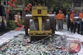 Polda Bali Musnahkan Ribuan Botol Minuman Keras Ilegal