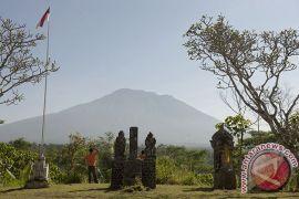 Wagub Sudikerta Meminta Jalur Pendakian Agung Ditutup