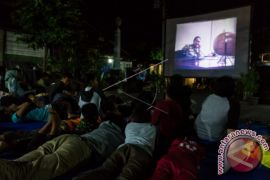 Soldiers Instructed to Watch Film on Communist Party`s Coup Attempt