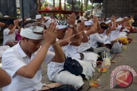 Pasca-erupsi Gunung Agung, warga lintas agama adakan doa bersama