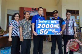 BCA Menyerahkan Bantuan Pengungsi Gunung Agung