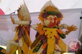Lomba Mengukir Buah NDF Bali Sedot Wisatawan