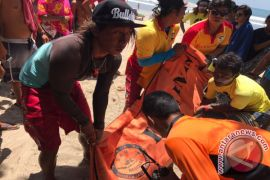 SAR Evakuasi Wisatawan Jateng Terseret Arus di Pantai Kuta