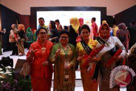 Nyonya Ayu Suwirta Peroleh Anugerah Bunda PAUD