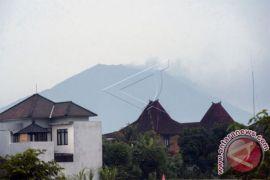 Status Siaga, Gunung Agung kembali erupsi