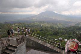 Badung Akui Gunung Agung Turunkan Wisatawan