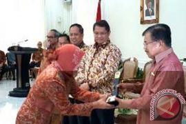 Wapres Serahkan Penghargaan Rating Kota Cerdas Indonesia 2017