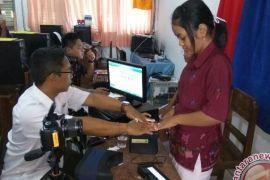 Petugas Perekam KTP Elektronik Datangi Sekolah