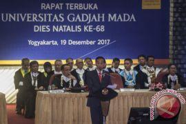 Presiden Jokowi Sapa Dosen Pembimbingnya Saat di UGM