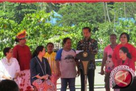 Menteri-Menteri Perempuan Berpuisi pada Peringatan Hari Ibu