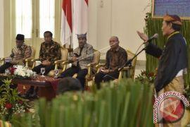 Presiden Jokowi dengarkan keluh kesah para raja Se-Indonesia