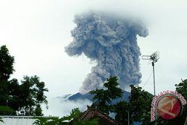 PVMBG: Gunung Agung erupsi semburkan abu 2,5 kilometer