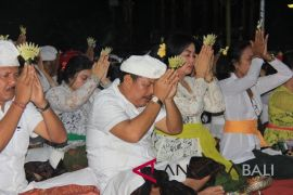 Narapidana Rutan Negara ikut persembahyangan Siwaratri