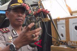 Polisi pelabuhan Gilimanuk sita udang beku
