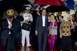 Jokowi back home from tour of South Asian countries