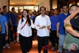 Presiden Jokowi ajak putri dan menantu tonton 'Dilan 1990'