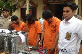 Polsek Denpasar Barat ringkus pencuri penguat jaringan PT Telkomsel