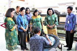 Pengrajin Singaraja Produksi Sepatu Kulit Kualitas Ekspor - ANTARA ... 6ce93cca08