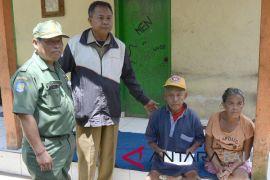 Gubernur Pastika bantu dua lansia di Bangli